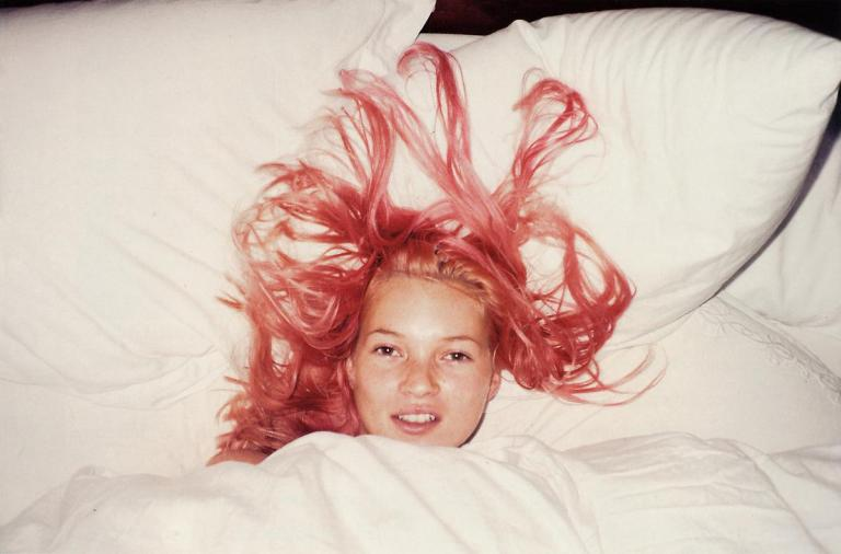 Kate-Moss-Juergen-Teller-20-Pink-Hair-Lola-Who-Fashion-Music-Photography-blog